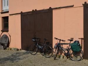 2 bikes at La Chatouillette